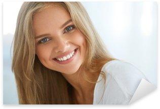 Adesivo Pixerstick Ritratto Bella Felice donna con i denti bianchi Sorridente. Bellezza. Immagini ad alta risoluzione