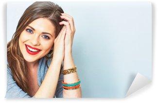 Afwasbaar Fotobehang Gezicht portret van glimlachende vrouw. Tanden lachend meisje. Eén model