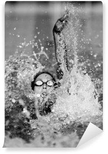 Afwasbaar Fotobehang Rugslag zwemmen in zwart-wit