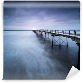 Afwasbaar Fotobehang Verdwijnende pier