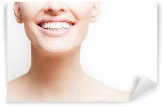 Afwasbaar Fotobehang Vrouw lachend, witte achtergrond, copyspace