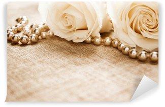 Afwasbaar Fotobehang Witte rozen en parels