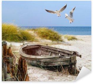 Pixerstick Aufkleber Altes Fischerboot, Möwen, Strand und Meer