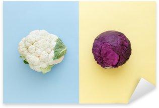Pixerstick Aufkleber Blumenkohl und Rotkohl auf einem hellen Hintergrund Farbe. Gemüse der Saison minimal Stil. Das Essen im minimalistischen Stil.