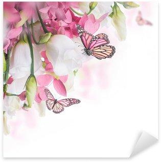 Pixerstick Aufkleber Bouquet aus weißen und rosa Rosen, Schmetterling. Blumenhintergrund.