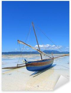 Pixerstick Aufkleber Detail eines Fischers Boot Verlegung auf einem Strand, Nosy Iranja