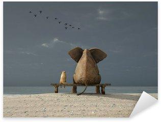 Pixerstick Aufkleber Elefant und Hund sitzen auf einem Strand