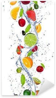 Pixerstick Aufkleber Frische Früchte fallen in Wasser splash
