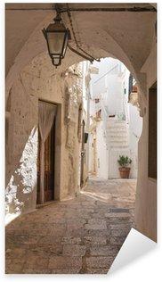 Pixerstick Aufkleber Gasse. Cisternino. Puglia. Italien.