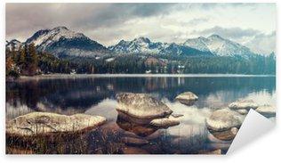 Pixerstick Aufkleber Schönen Herbstmorgen über einem Bergsee Strbske Pleso, Retro-Farben, Vintage