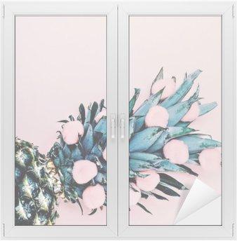 Cam ve Pencere Çıkartması Pembe Hayat. Ananas arka plan. minimal tarzı