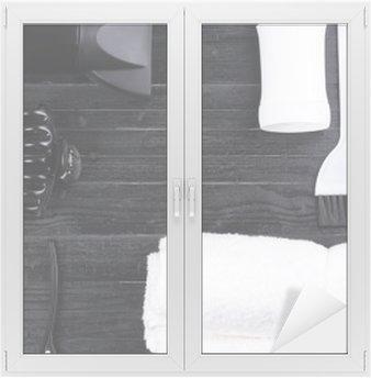 Cam ve Pencere Çıkartması Siyah ve beyaz saç şekillendirme araçları.