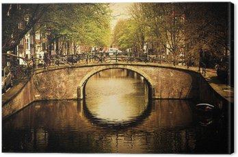 Canvas Amsterdam. Romantische brug over kanaal.