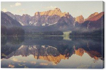 Canvas Bergmeer in de Ita__lian Alpen, retro kleuren, vintage