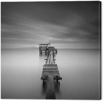 Canvas Fine art beeld van houten visserij pier bij het strand in zwart en white.Long belichtingsstapgebieden met motion blur.