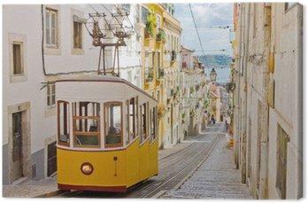 Canvas Historische tram op een straat in Lissabon