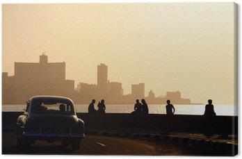 Canvas Mensen en de skyline van La Habana, Cuba, bij zonsondergang