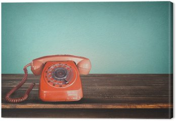 Canvas Oude retro rode telefoon op tafel met vintage groene pastel achtergrond