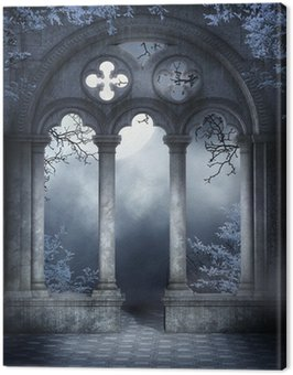Ruiny gotyckiego okna z niebieskim bluszczem