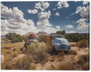 Canvas Print Rusty cars in abandoned town along Route 66