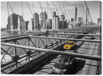Canvas Print Taxi cab crossing the Brooklyn Bridge in New York