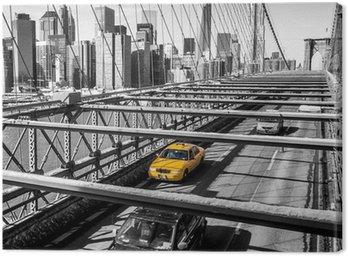 Canvas Print Taxi cab crossing the Brooklyn Bridge in New York