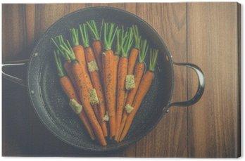 Canvas Rustieke wortelen in een grote pan op hout