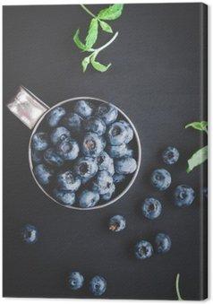 Canvastavla Blåbär på svart bakgrund. Ovanifrån, platt lay