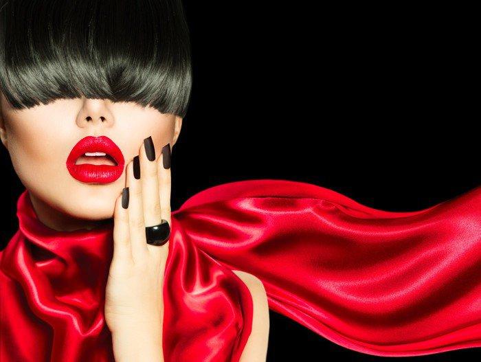 Canvastavla High Fashion Girl with Trendig frisyr, smink och manikyr - Mode