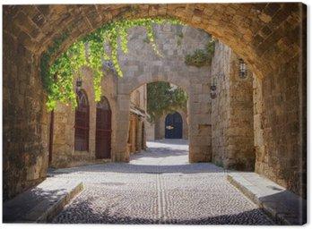 Canvastavla Medeltida välvda gata i den gamla staden Rhodos, Grekland