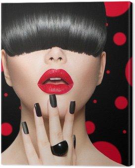 Canvastavla Modell Flicka porträtt med Trendig frisyr, smink och manikyr