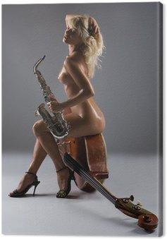 Canvastavla Naken kvinna med saxofon som sitter på en gammal kontrabas