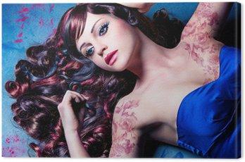 Canvastavla Närbild av modell med vackra lockiga färgade hår / hårfärger