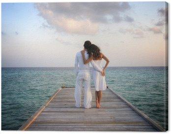 Canvastavla Sensuell lyckliga paret i vita kläder på en pir (Maldiverna)