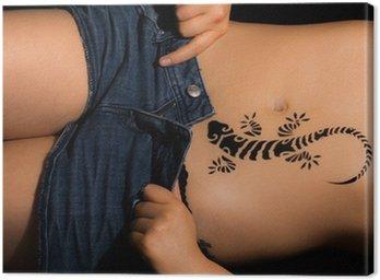 Canvastavla Sexig tjej undressing med gecko tatuering