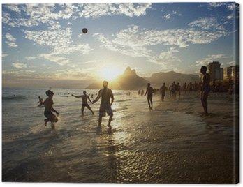 Canvastavla Silhuetter av Carioca brasilianare som leker Altinho Beach fotboll