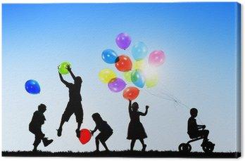 Canvastavla Silhuetter av Glada barn som leker ballonger Utomhus