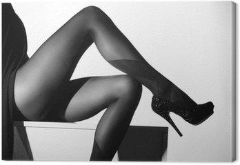 Canvastavla Svartvitt foto av vackra ben i strumpor