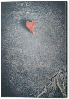 Canvastavla Tappning tonad trä rött hjärta på grunge sten bakgrund, kort skärpedjup, utrymme för text.