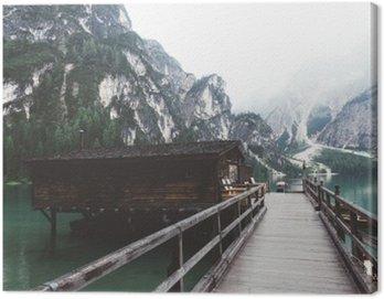 Canvastavla Träbrygga på Braies sjö med berg och trees__