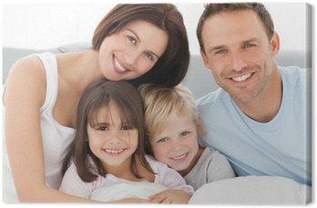 Canvastavla Underbar familj sitter tillsammans på sängen