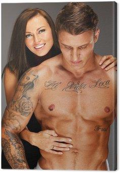 Canvastavla Ung kvinna omfamnar man med naken muskulös torso
