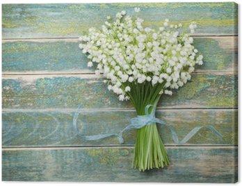 Canvastavla Vacker bukett blommor liljekonvalj på årgång träbord uppifrån, lantlig bakgrund