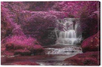 Canvastavla Vacker omväxlande färgade overkligt vattenfall landskap
