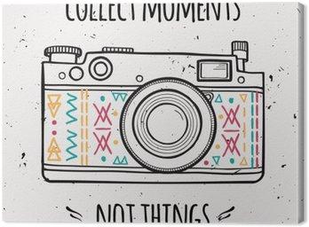 """Canvastavla Vektor illustration Retro fotokamera och typografi frasen """"Samla ögonblick inte saker""""."""
