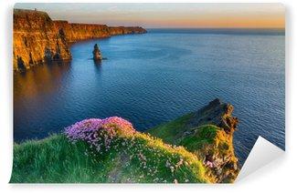 Carta da Parati Autoadesiva Attrazione turistica di fama mondiale irlandese nella contea di clare. le scogliere di Moher costa occidentale dell'Irlanda. paesaggio epico irlandese e paesaggio marino lungo la strada atlantica selvaggia. bella natura scenica dall'Irlanda.