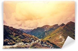 Carta da Parati Autoadesiva Natura nel paesaggio di montagne.