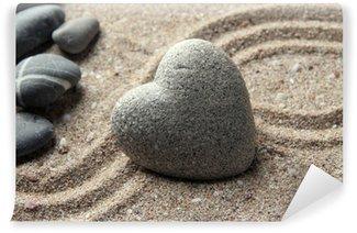 Carta da Parati in Vinile Grigio pietra zen a forma di cuore, su sfondo di sabbia