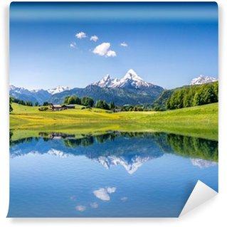 Carta da Parati in Vinile Idilliaco paesaggio estivo con lago di montagna e le Alpi