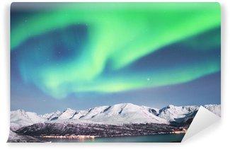 Carta da Parati in Vinile L'aurora boreale sopra fiordi della Norvegia del nord.